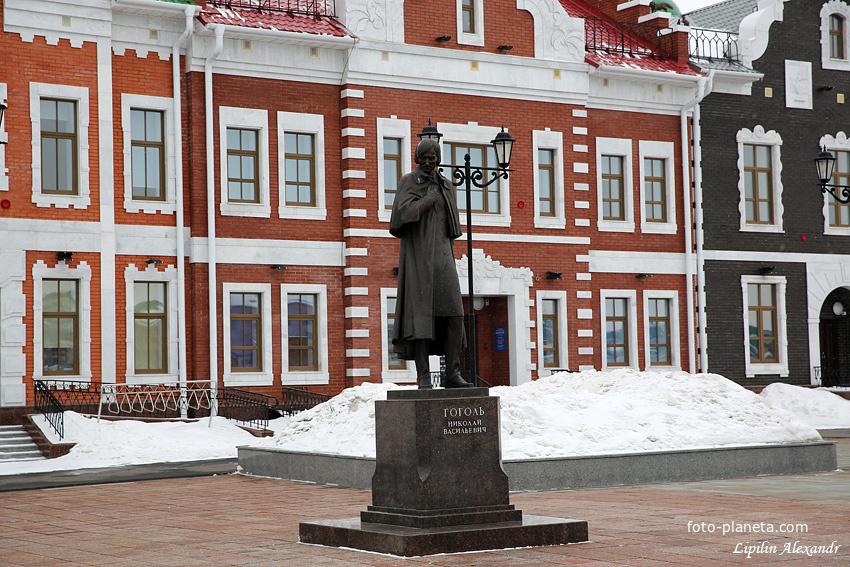 Памятник Н.В. Гоголю