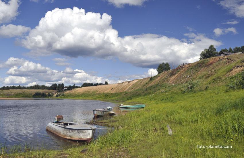 Берег реки у деревни