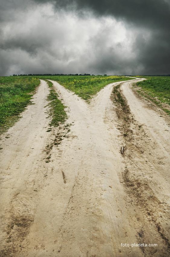 Две дороги за деревней