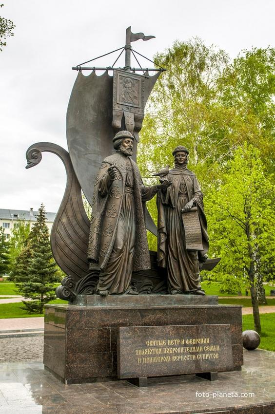 Памятник Петру и Феврони