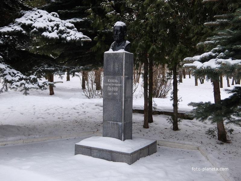 Памятник князю Львову