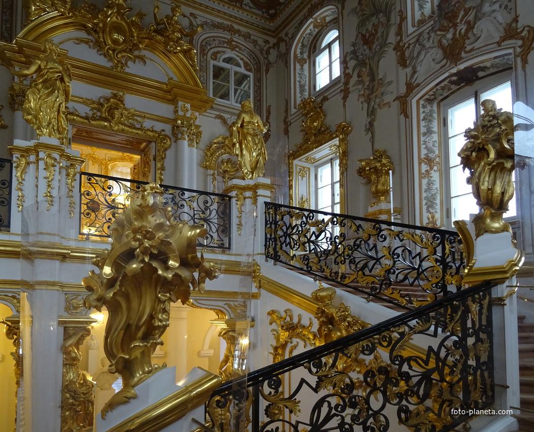 результат может фото петергофского дворца собраны