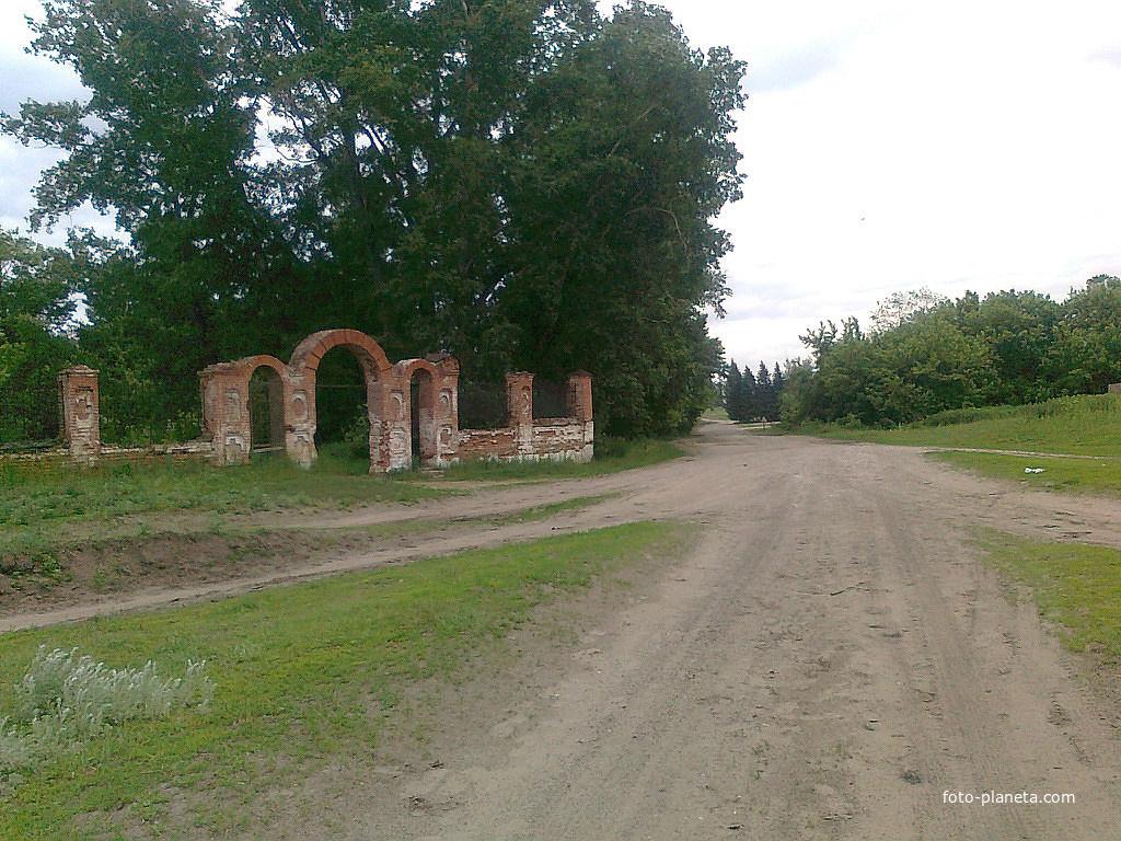 Ограда старой церкви