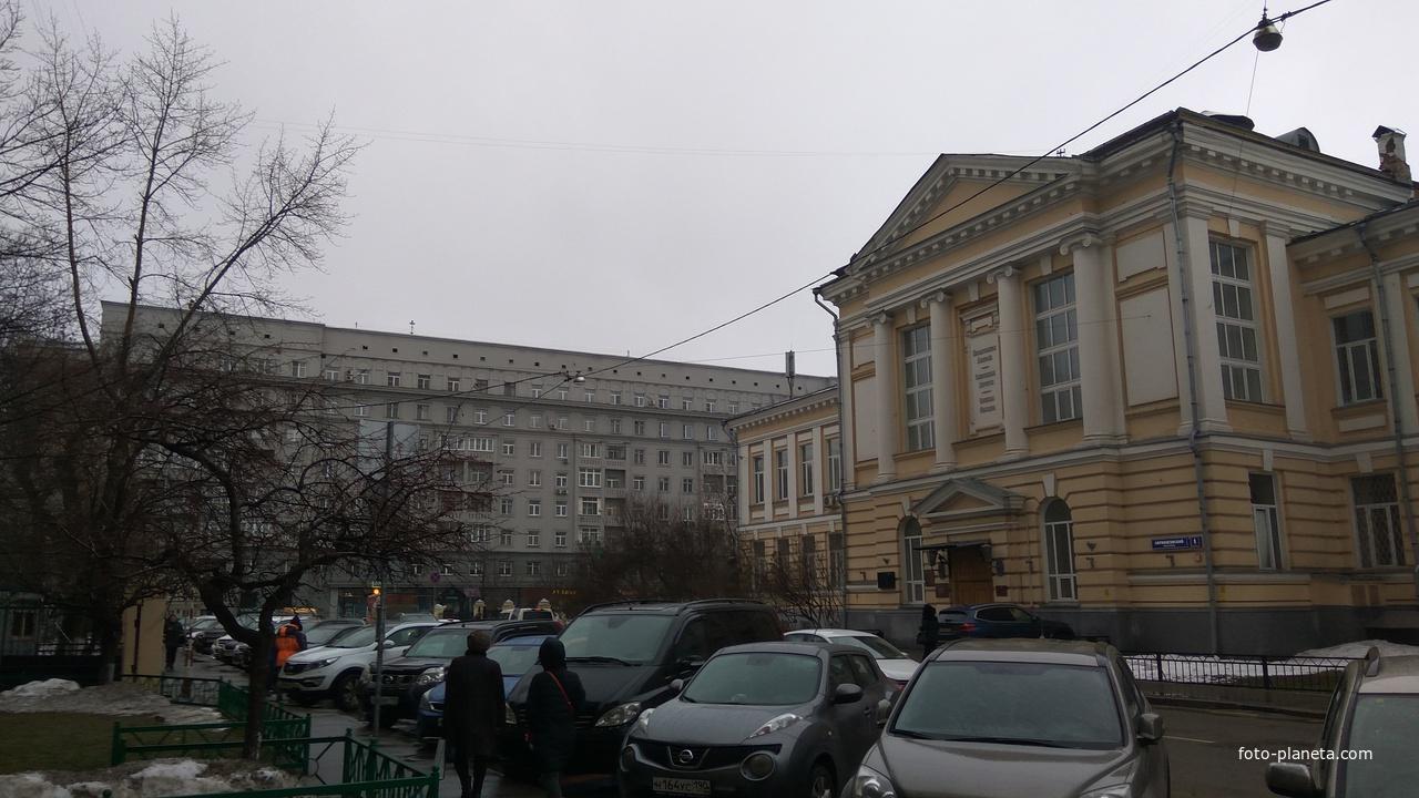 Абрикосовский переулок, Патолого-анатомический корпус ПМГМУ имени Сеченова (здание 1887–1891 годов)