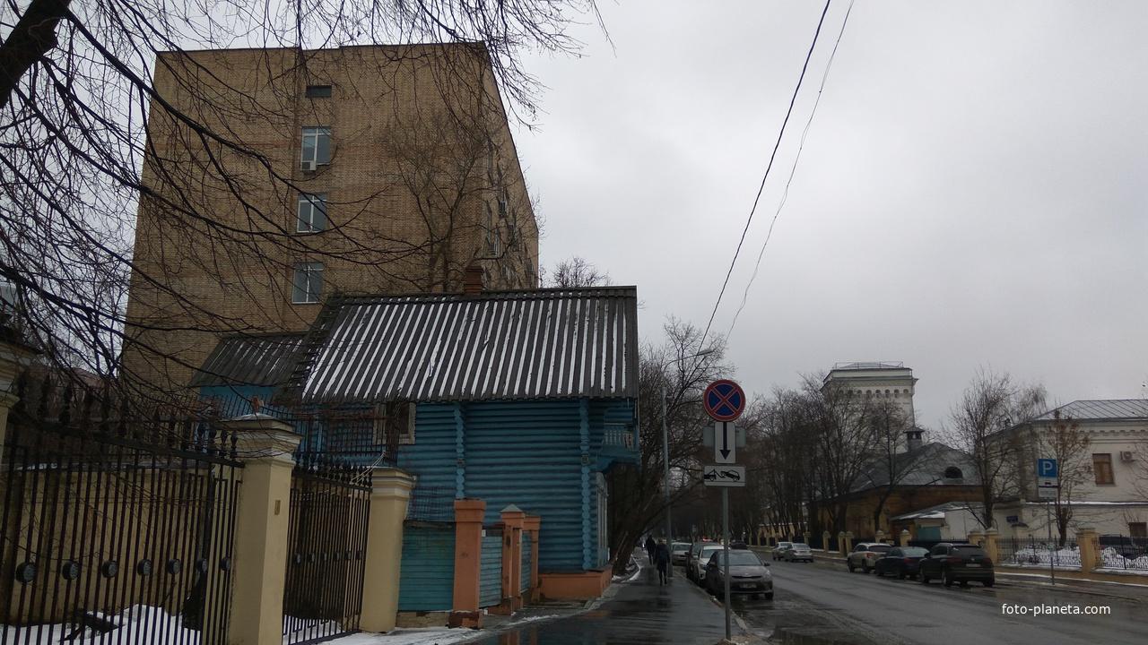 Один из двух сохранившийся флигель усадебного дома Михаила Петровича Погодина - Погодинская изба на Девичьем поле