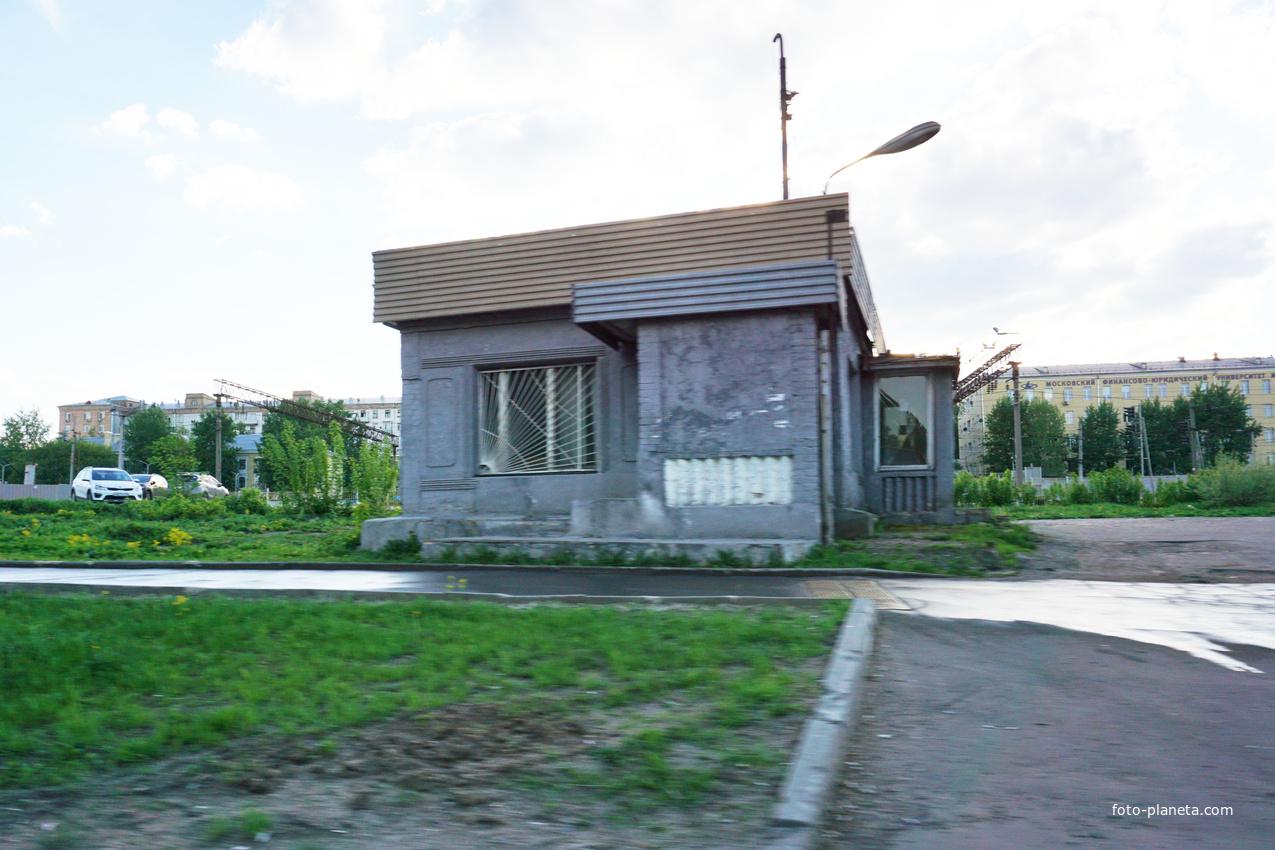 Бывшая пропусткная небольшого предприятия, построена в 1973 году