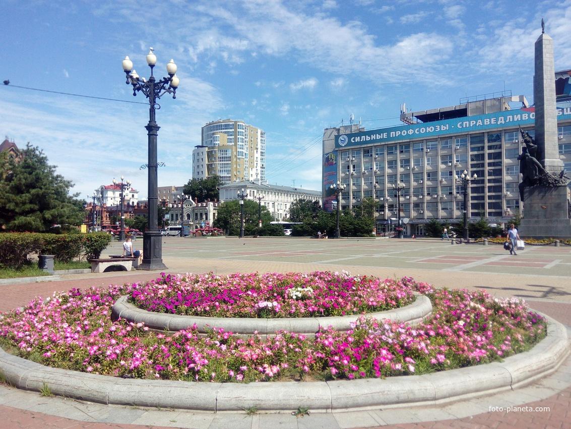 Комсомольская площадь летом