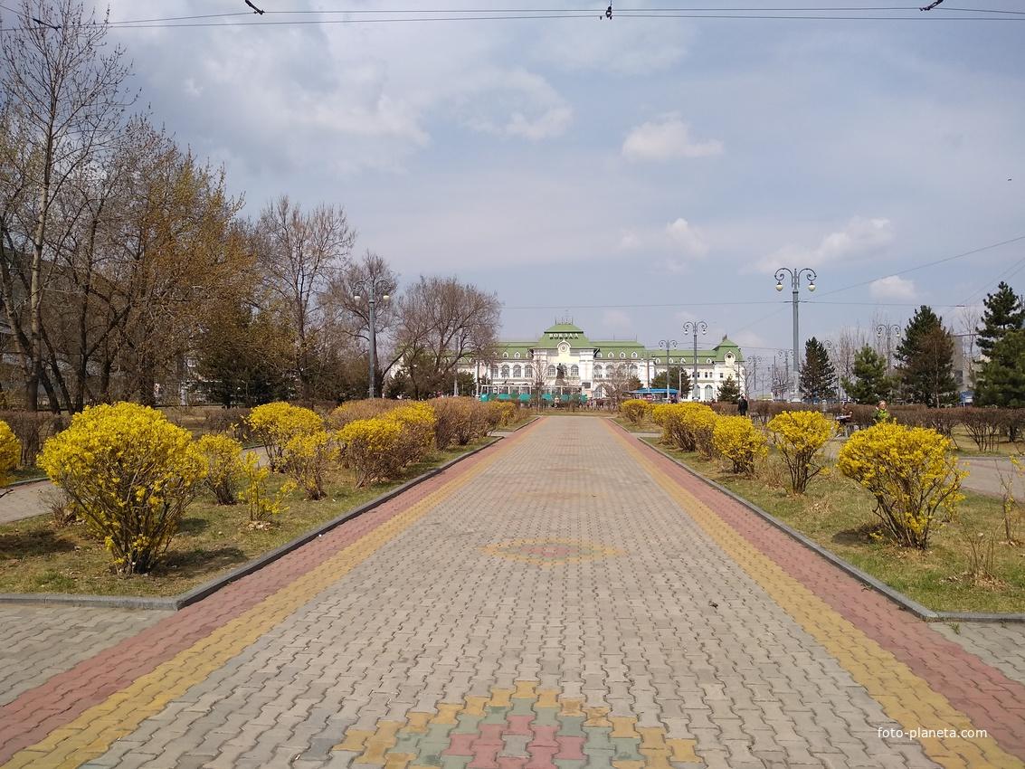 Привокзальная площадь весной