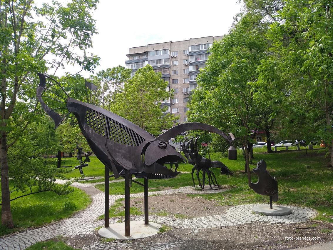 Скульптуры на Амурском бульваре