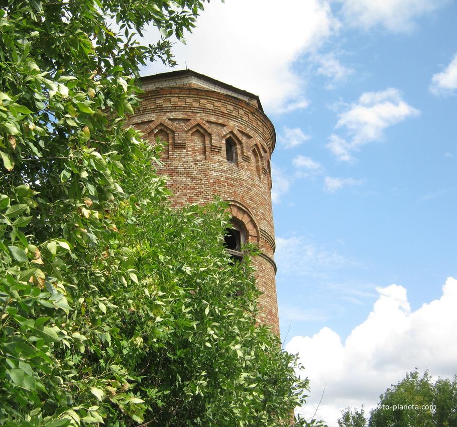 Старая водонапорная башня - символ Мокроуса.