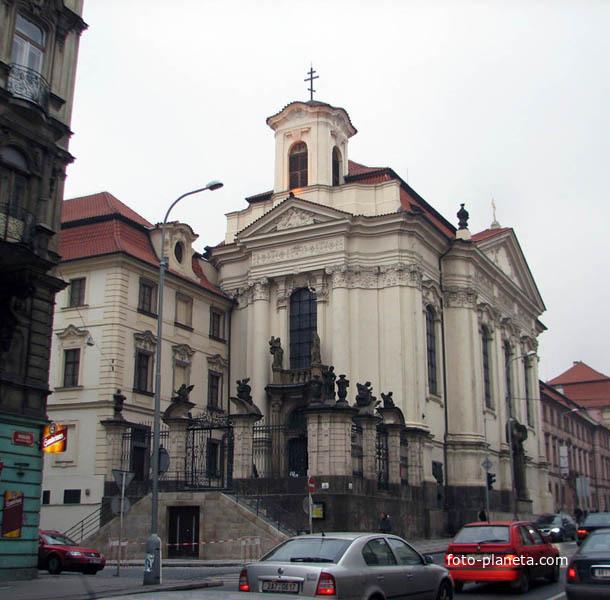 Во имя святых равноапостольных Кирилла и Мефодия, учителей словенских храм.