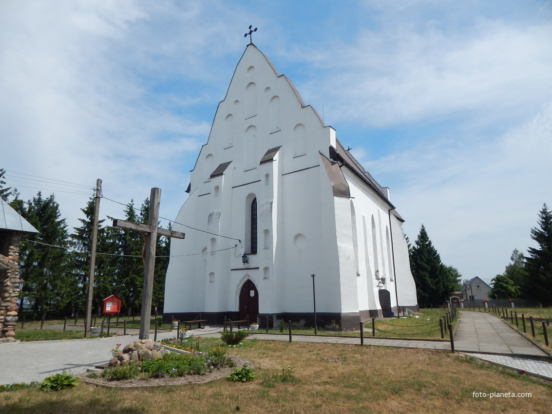Костел Святой Троицы (вид со стороны главного входа).
