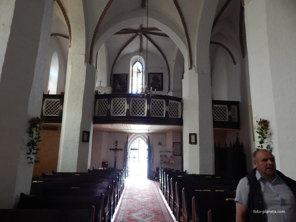Костел Святой Троицы (внутренний вид).