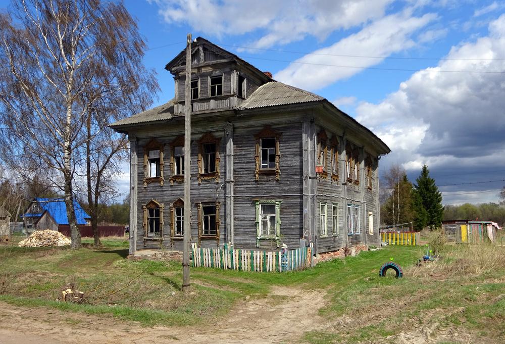 Жилой дом у церкви.