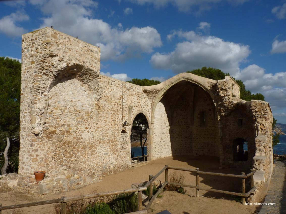 Развалины церкви.