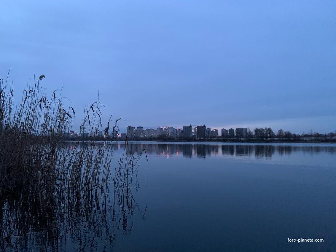 Осокорки. Озеро Тяглое. Вид на ж/м Патриотка и Молодёжный