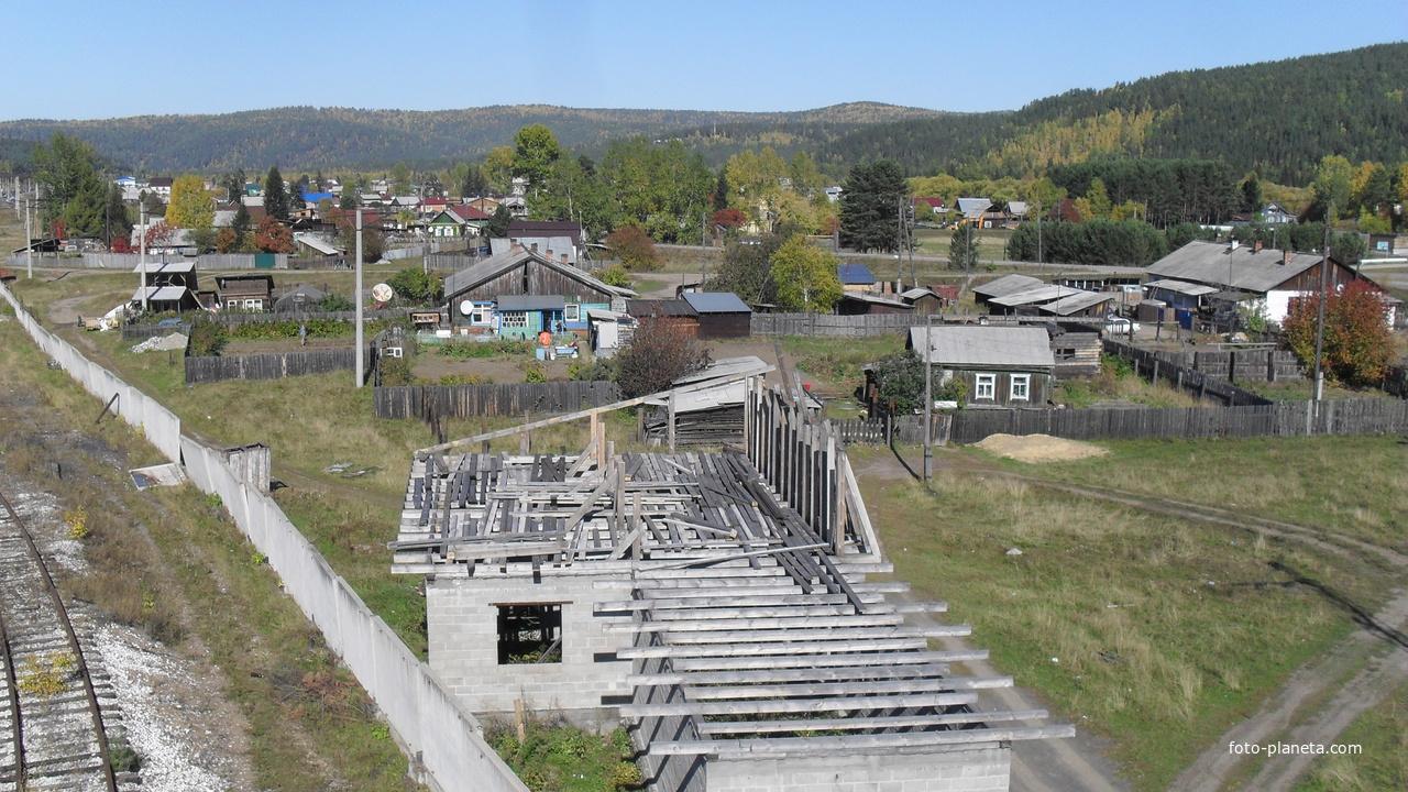 Вид с надземного пешеходного моста
