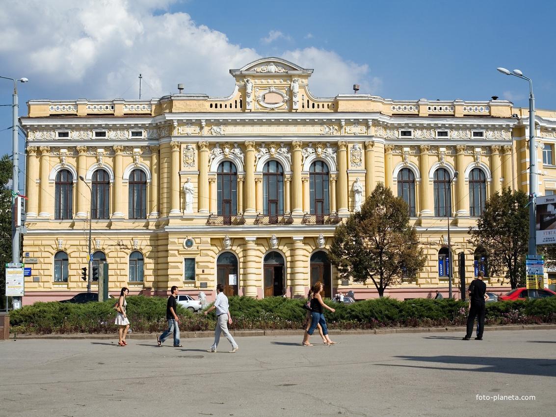 Харьков. Здание бывшего Земского банка.