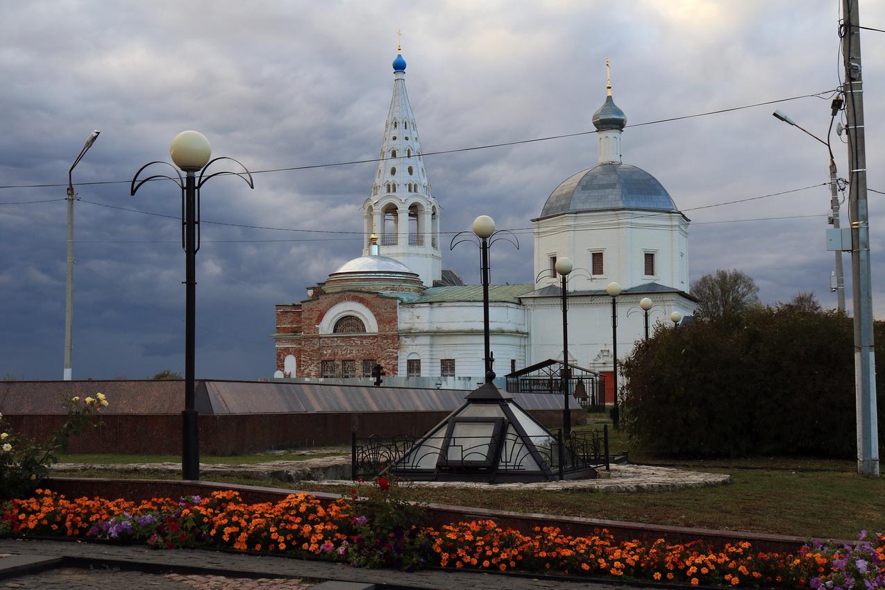 Мемориал и Свято-Троицкий храм