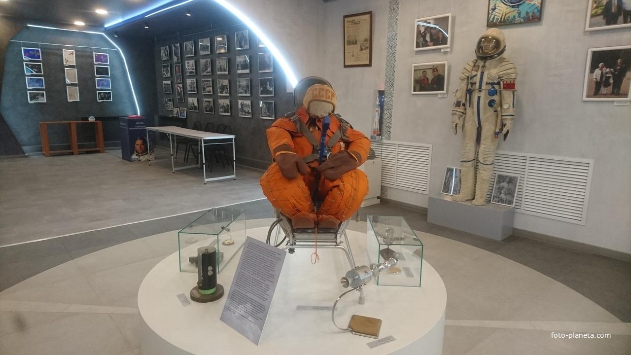 Музей космонавта Валерия Быковского. Скафандр его полёта на Востоке-5 в течении 5 суток в одной позе в этом кресле