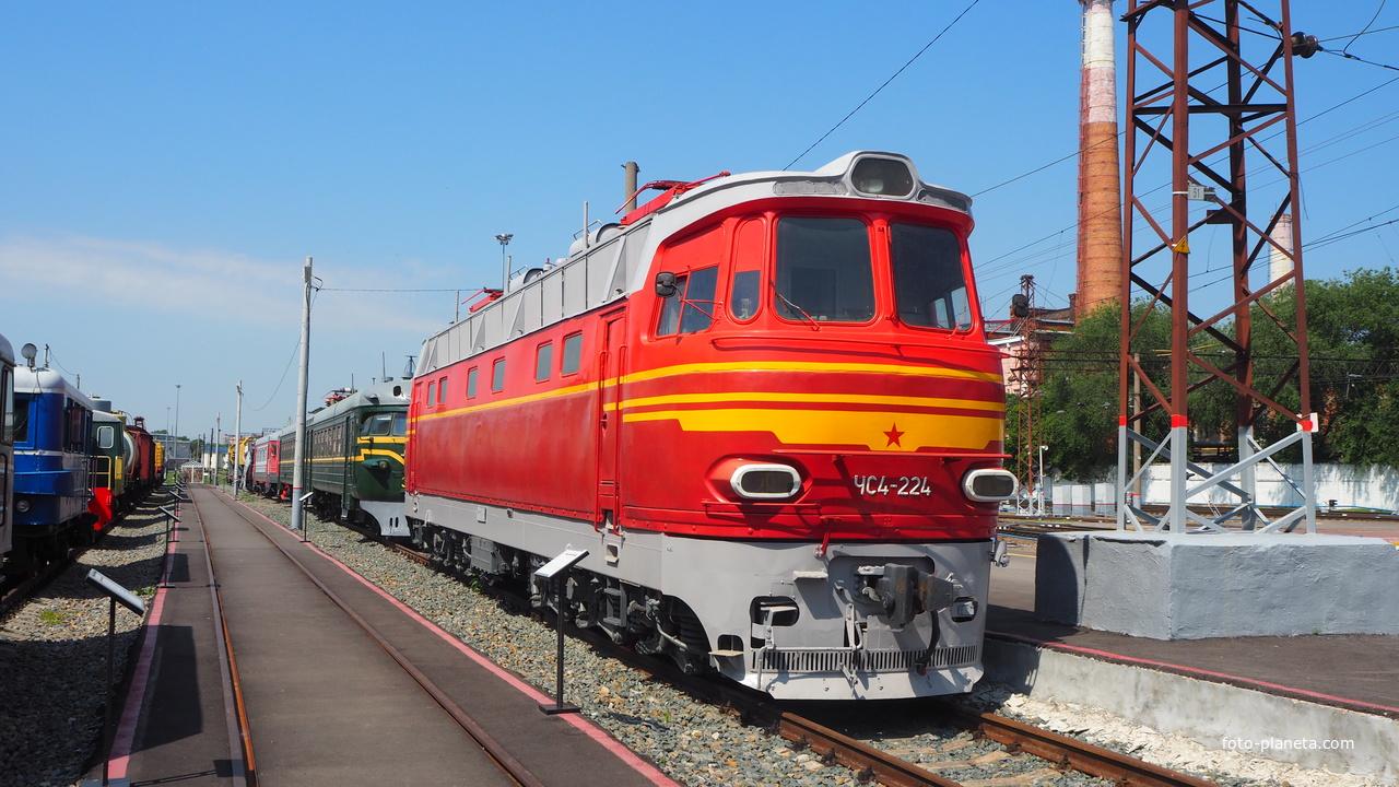 Электровоз серии ЧС4-224 в экспозиции станции Воронеж