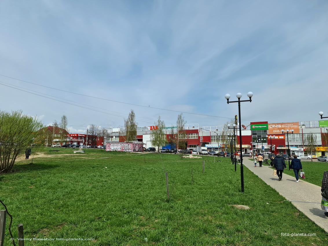 Торговые центры на ул 3-го Интернационала (трасса М7)