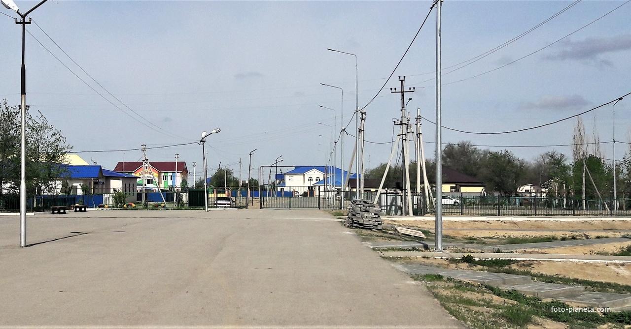 Томарлы. Вид со двора школы