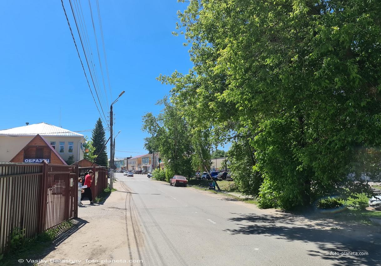 Петушки, ул. Ленина,  в сторону вокзала.