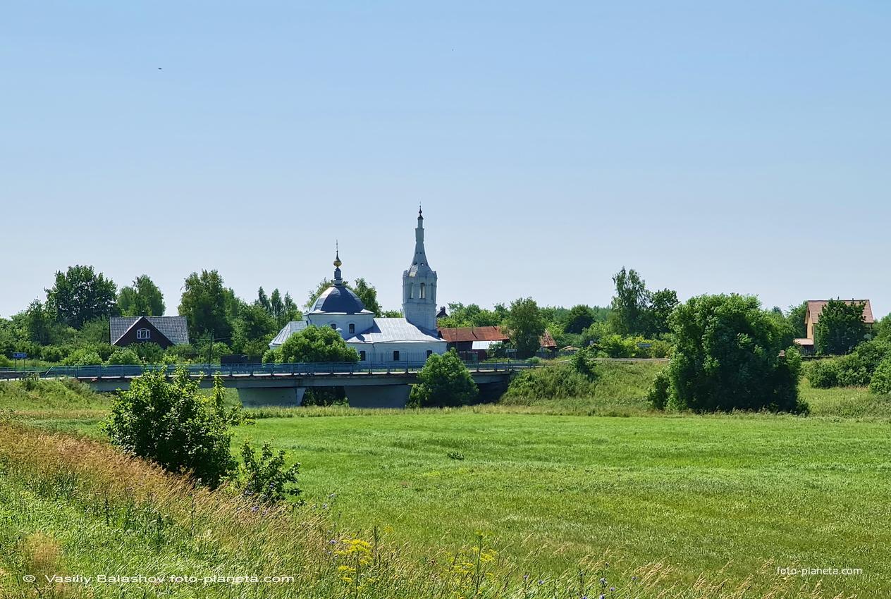 Село Романово,  Богородице-Рождественская церковь