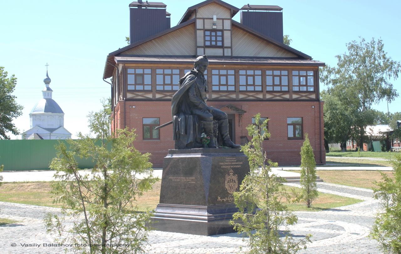 Памятник А.В. Суворову на ул. Красная Горка