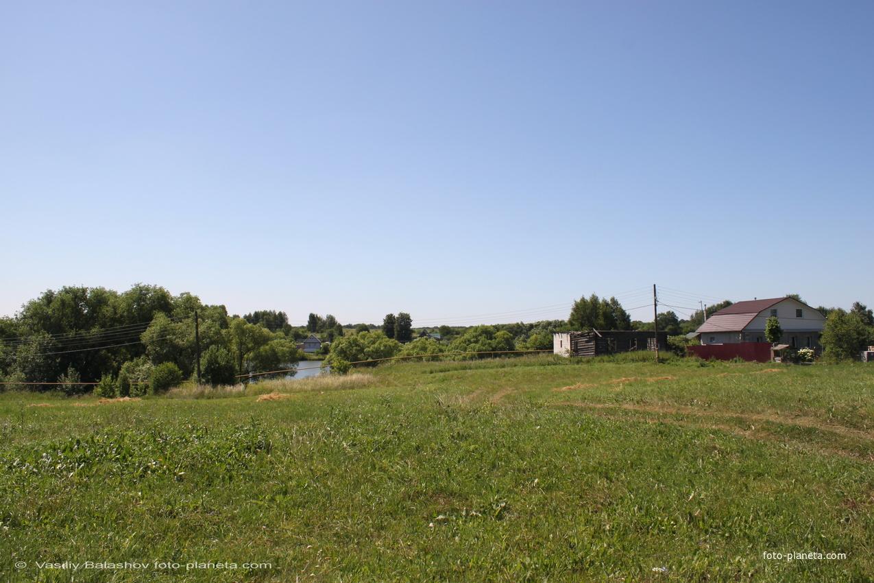 с. Янево,  вид в сторону пруда от Казанской церкви