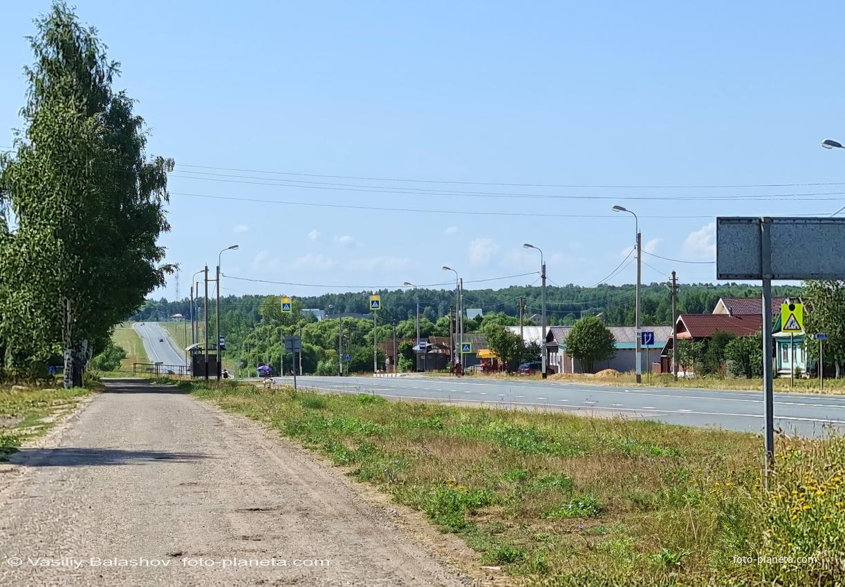 Лопатницы,  Главная ул. и трасса р-132 в сторону Суздаля