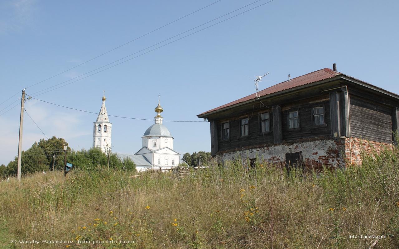 Вид на Никольскую церковь в Санино