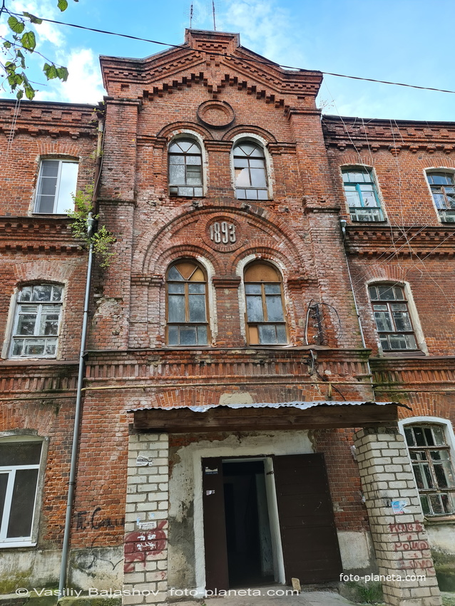 """Фасад  дома  """"рабочая казарма"""" Саввы Морозова"""