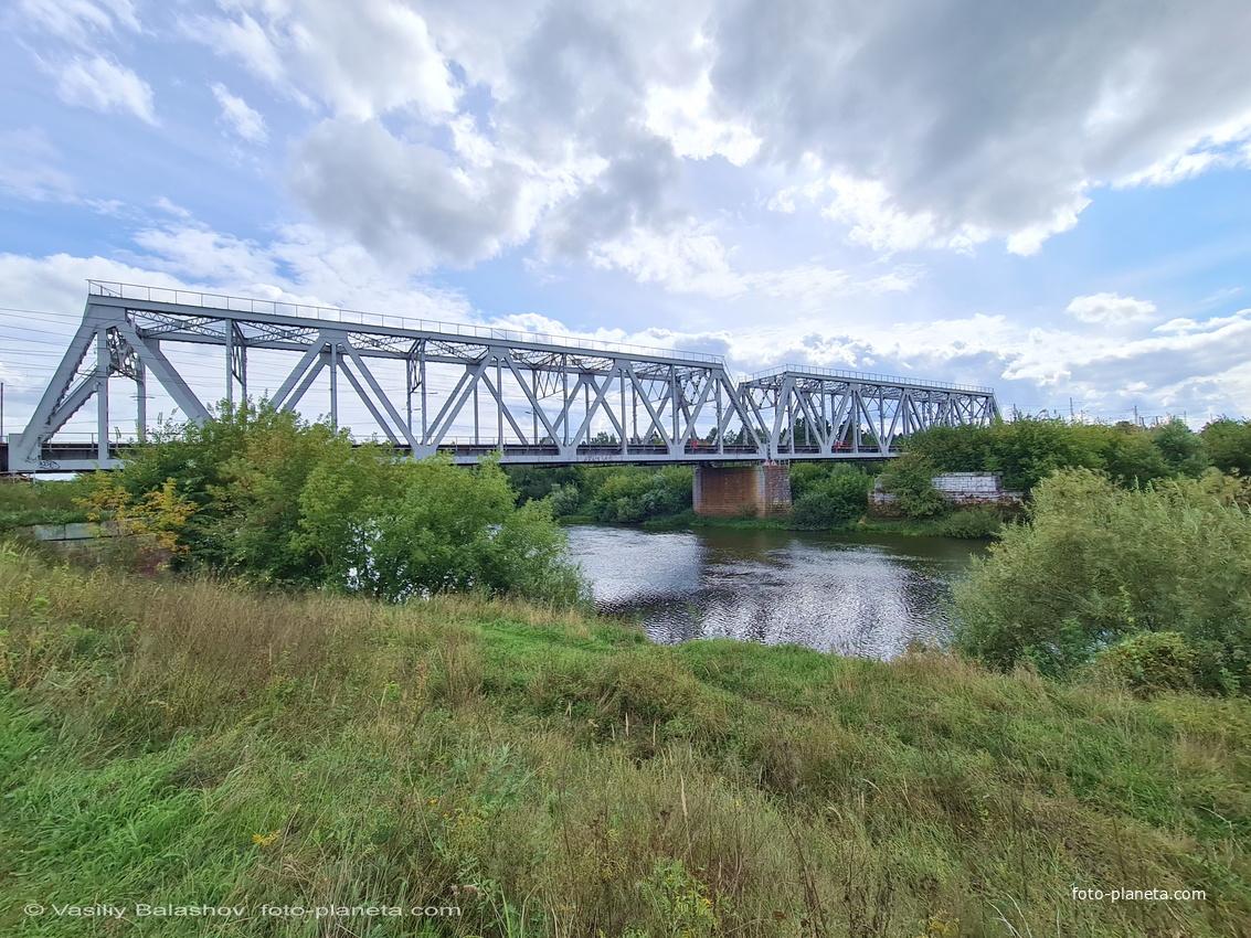 Железнодорожный мост Горьковской ж/д через р. Клязьма  в окрестностях пос. Городищи