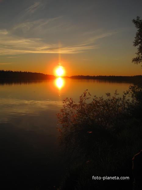 Ханты-Мансийский автономный округ-Югра. Река Ляпин на закате.