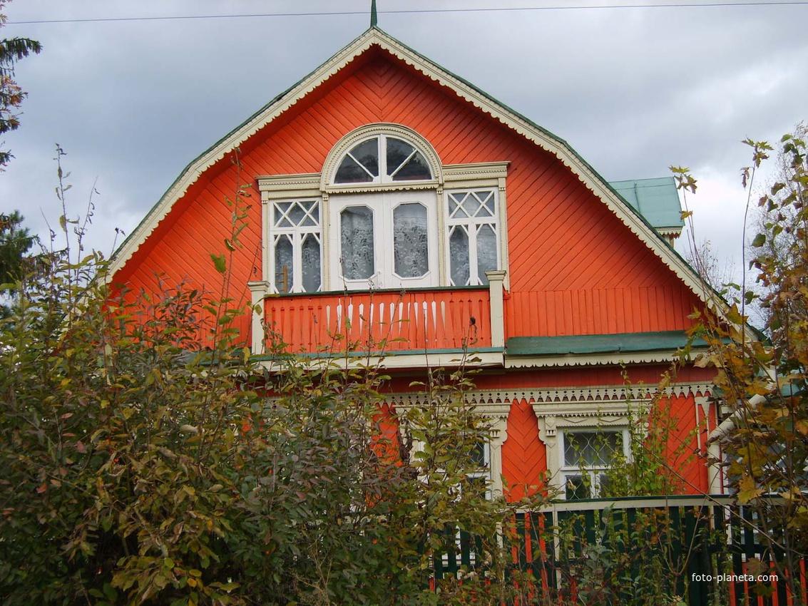 жило дом в Жаворонках