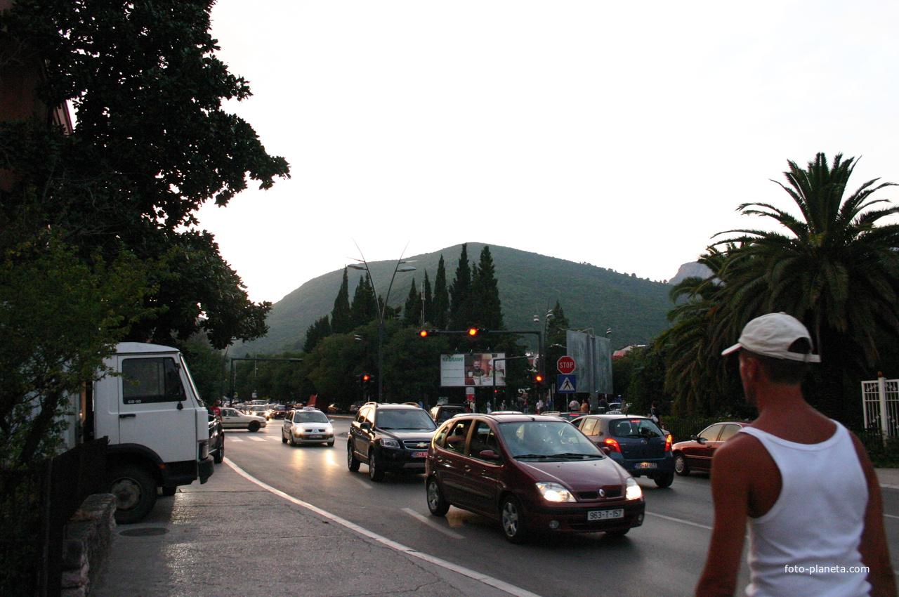 В городе на улице