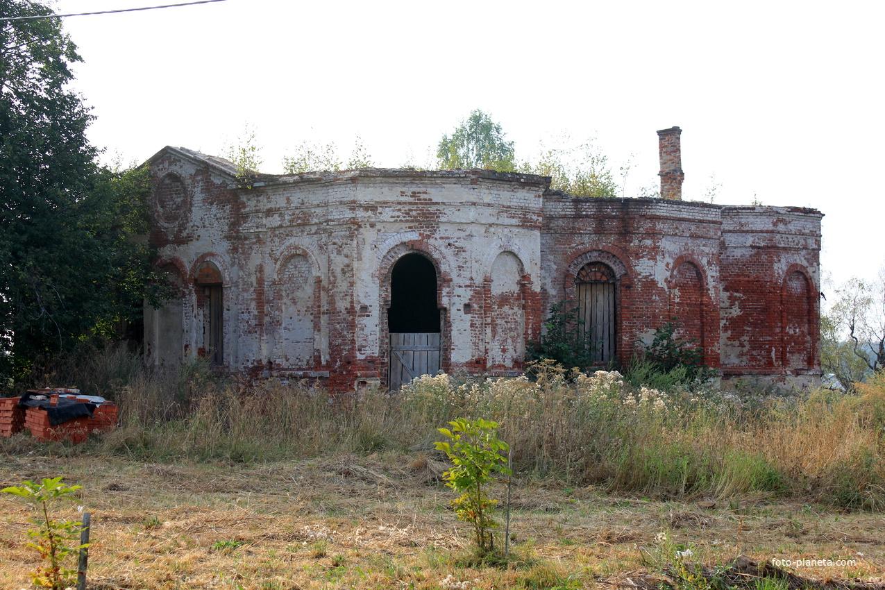 Разрушенная церковь села