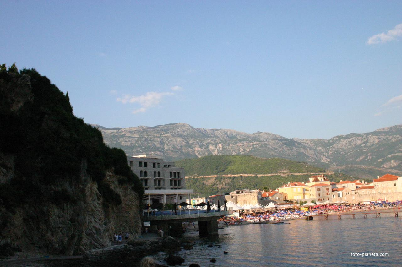 Гостиница около берега