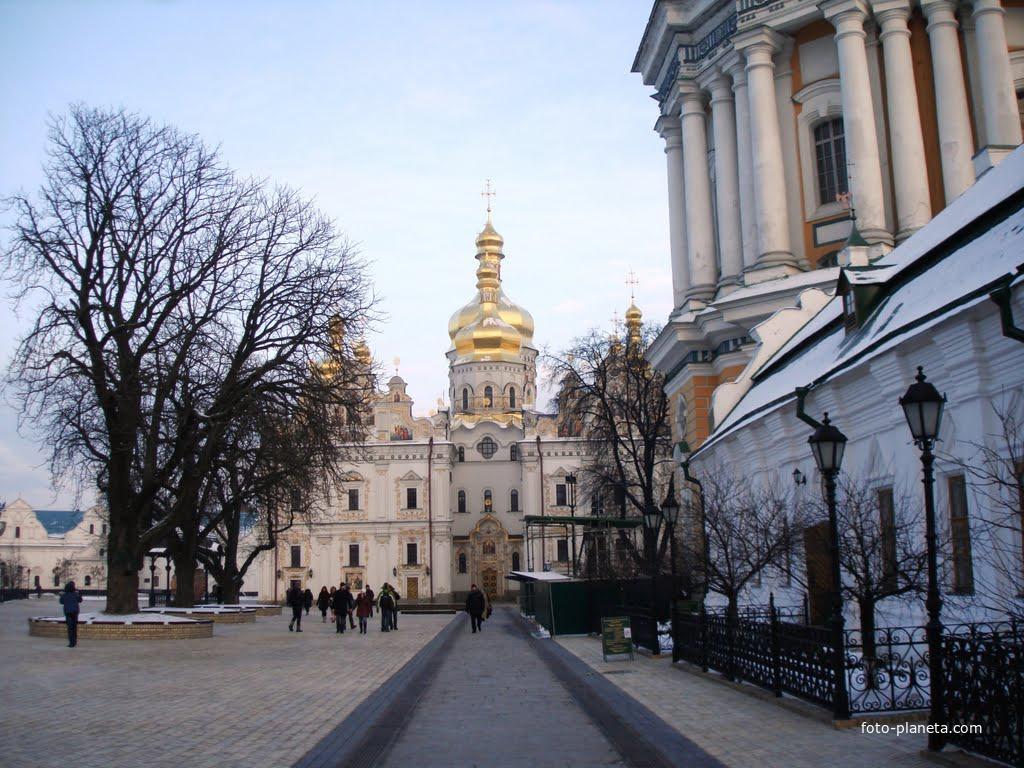 Киево-Печерская Лавра (за главными воротами)