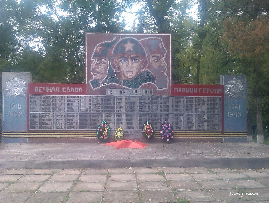 Памятник участникам ВОВ в ст. Надёжной