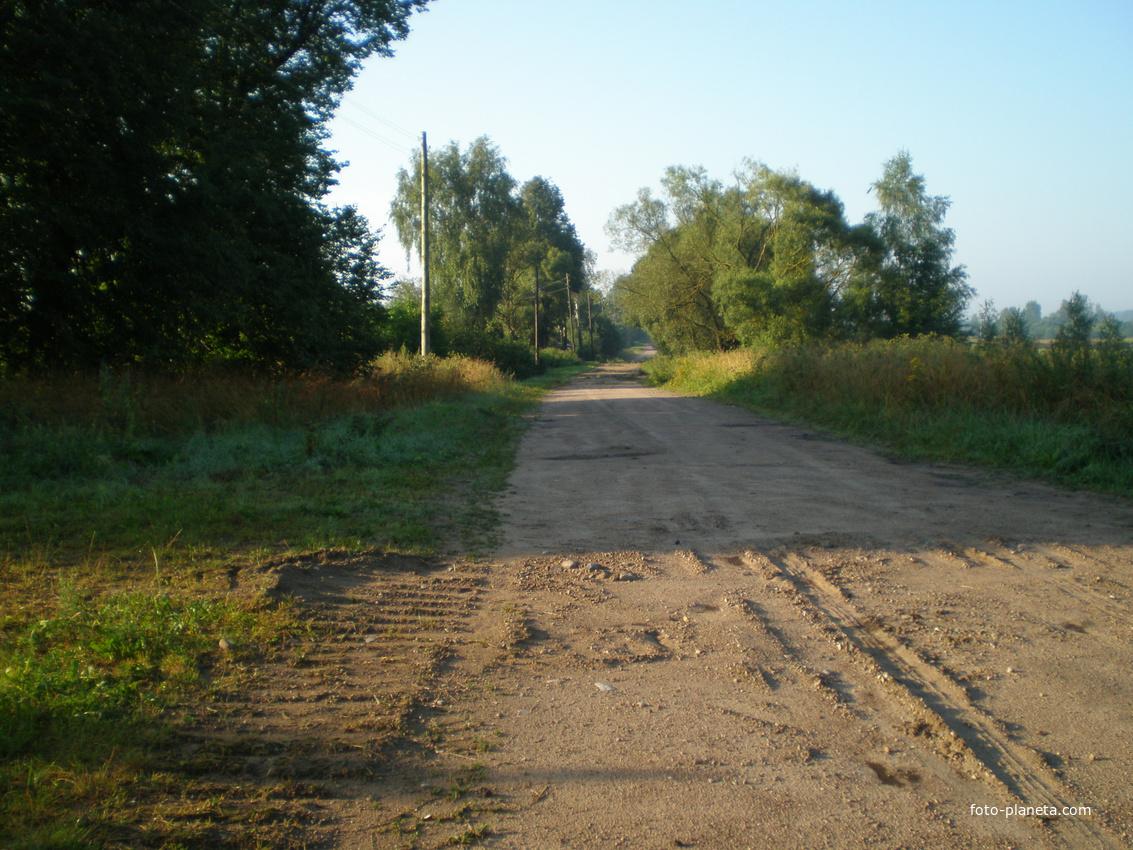 Дорога в деревне Шупени в другую сторону