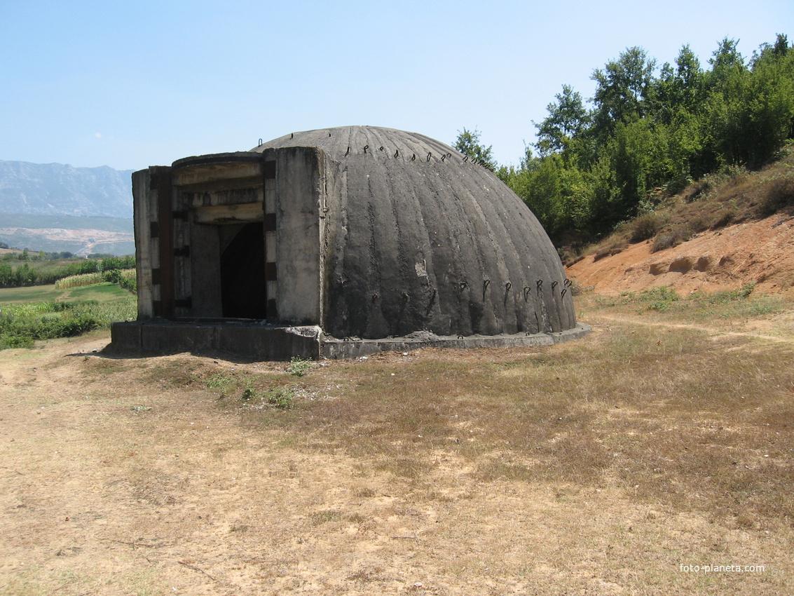Тирана. Бункер в окрестностях Тираны.