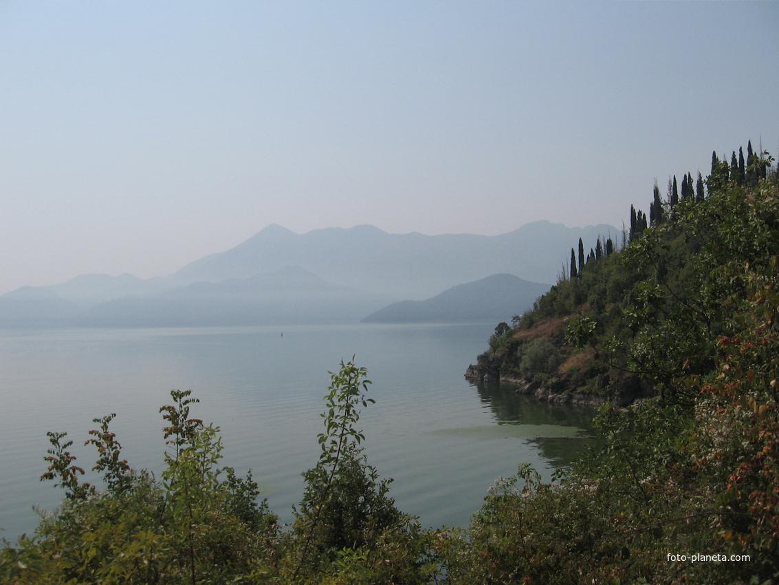 Шкодер. Скада́рское о́зеро.