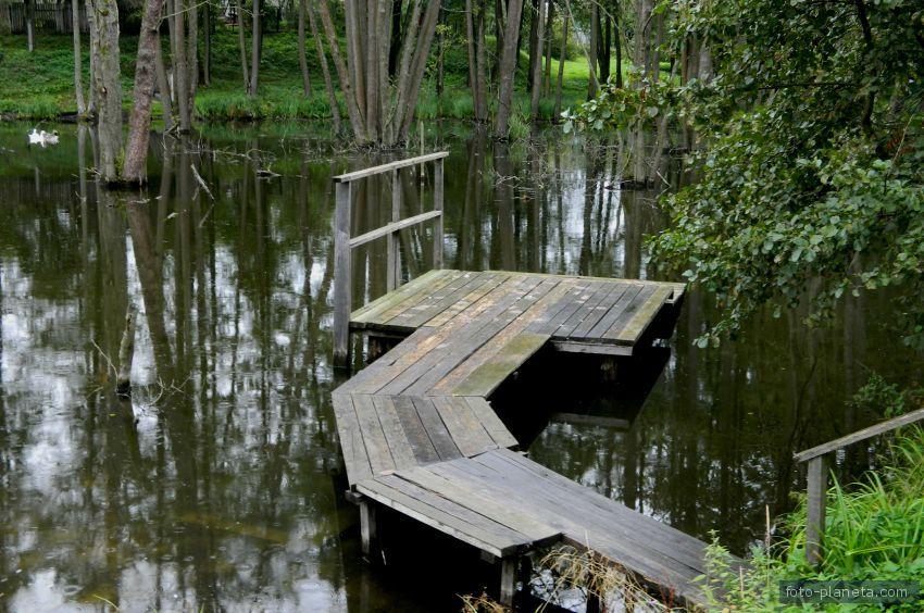 Как сделать мостик на пруду