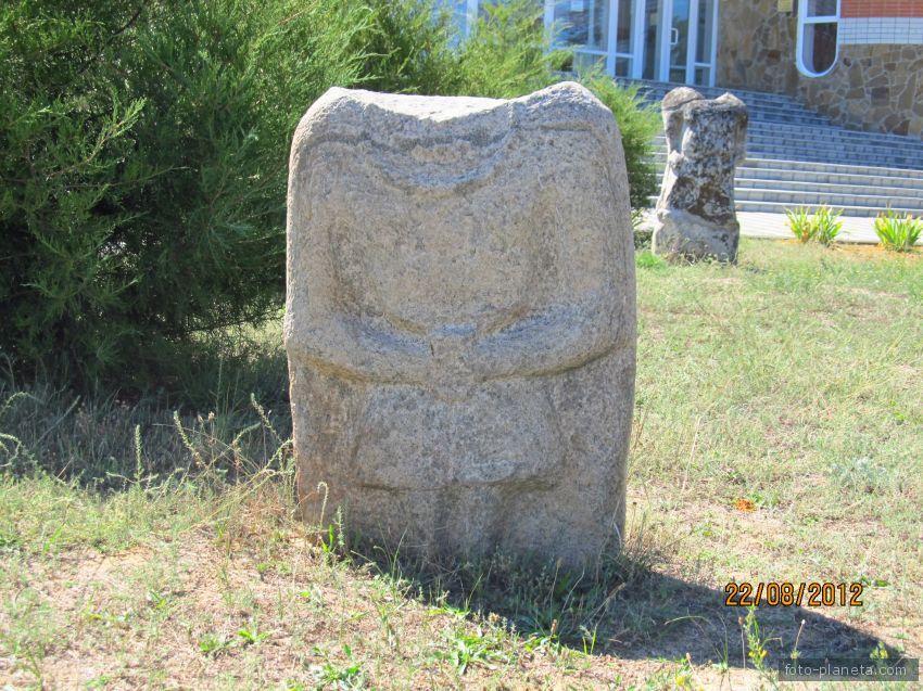 Каменное изваяние