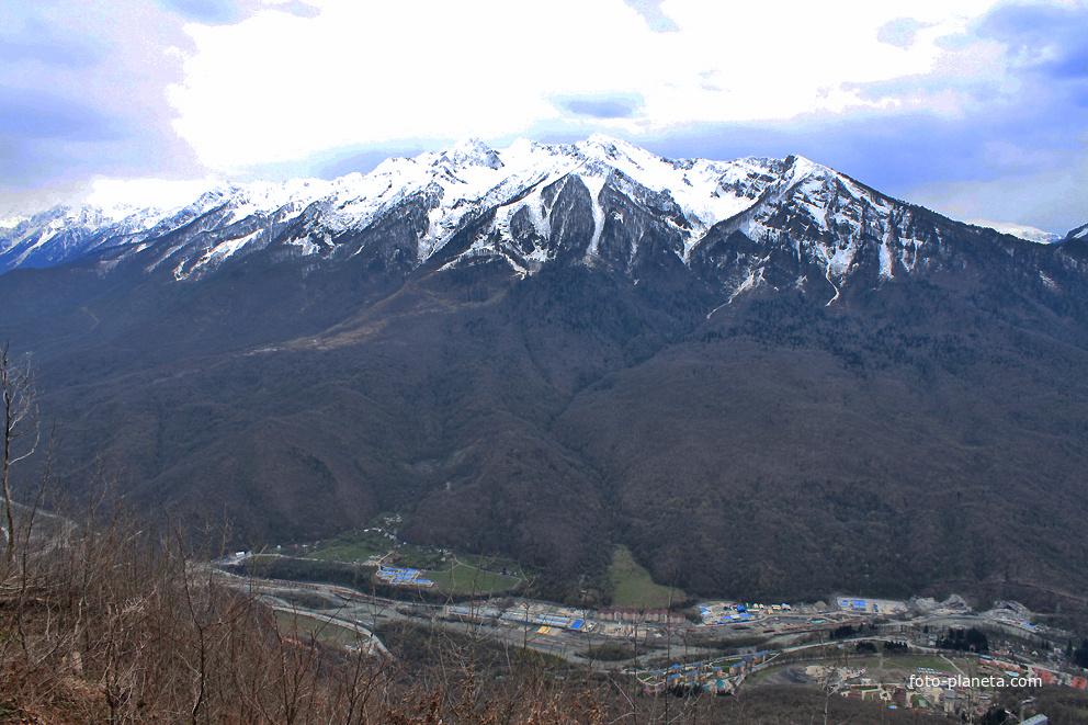 Гора Аибга. Высота 2450 м.