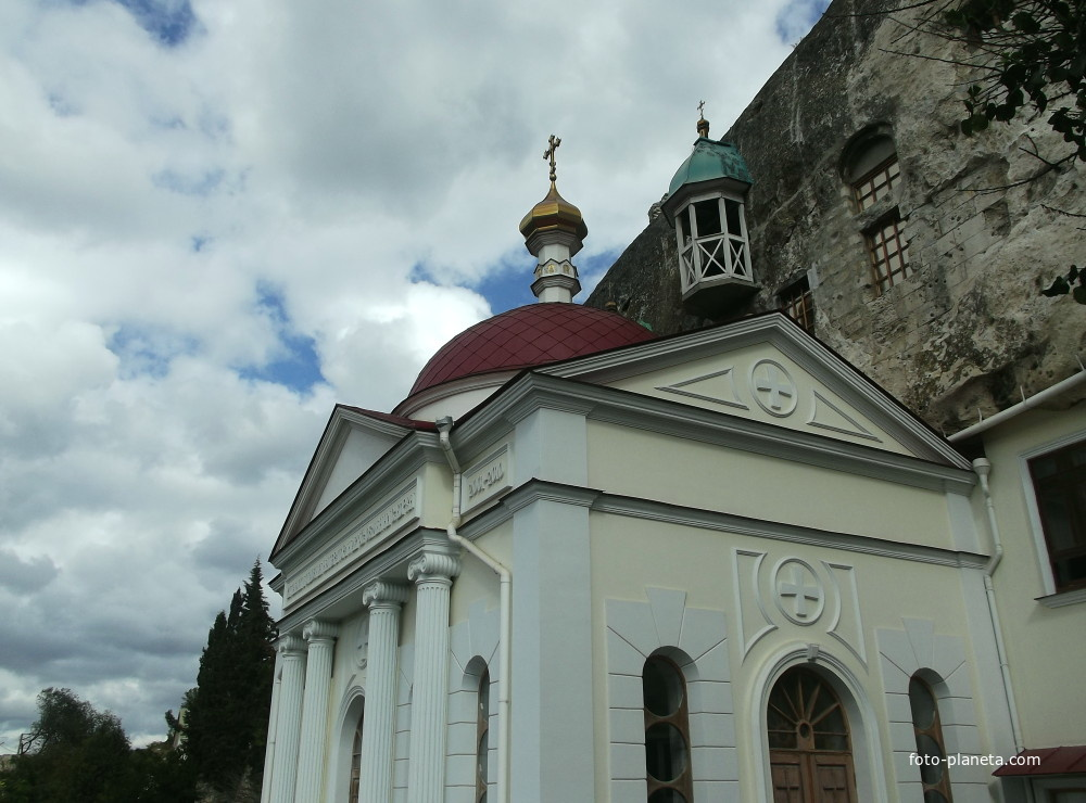 Храм Святого Великомученика и Целителя Пантелеймона