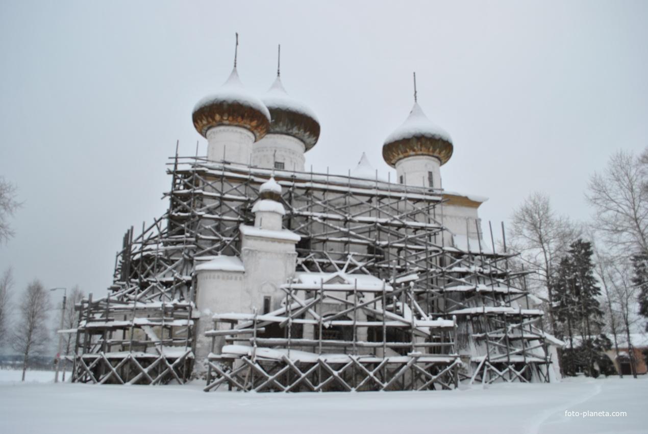 г. Каргополь. Церковь.
